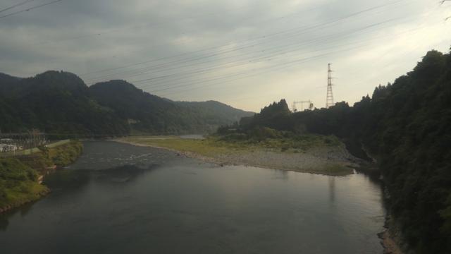 信濃川鉄橋を渡る