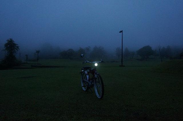 フキプランニングFK310 LAⅢ 、朝、霧の中、津南にて