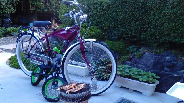 おやじのバタバタ自転車と子供の足こぎ自転車