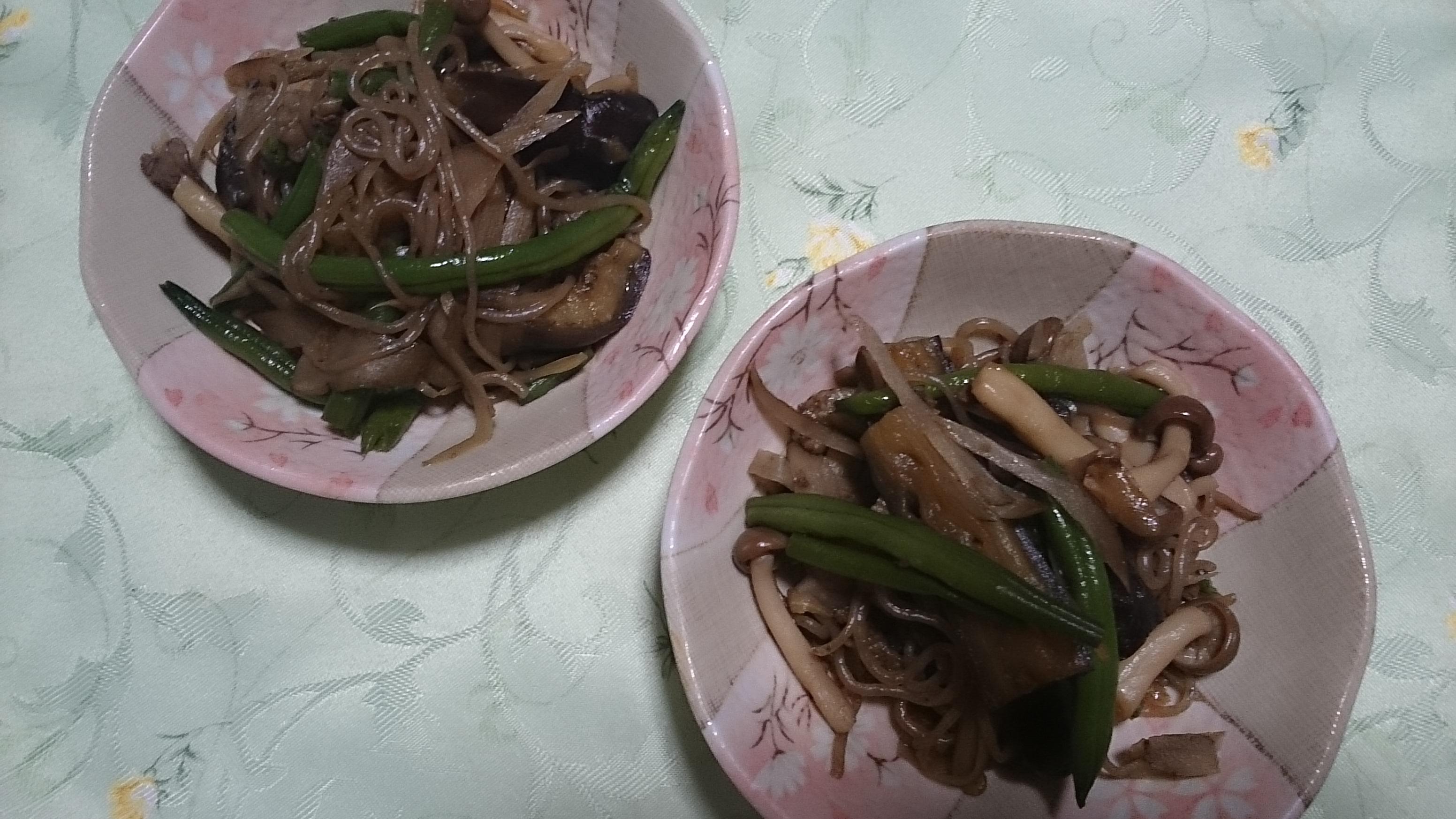 牛肉・ゴボウ/小鉢に分ける