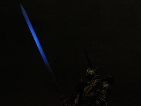 つらぬきの剣 ブラックライト照射時