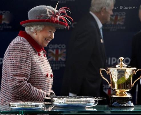 Queen-Elizabeth-horserace-cup.jpg
