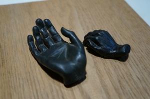 手のブロンズ1
