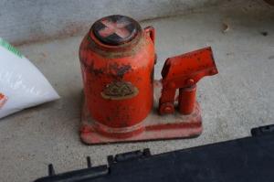 油圧ジャッキ1