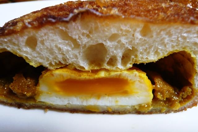 リトルマーメード:とろ~り半熟卵のカレーパン2
