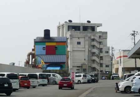 沼津港:カラフルな倉庫