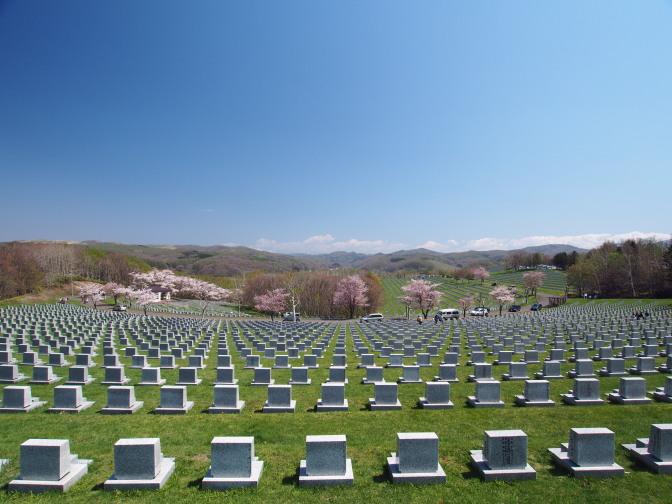 戸田記念墓地公園の墓石群