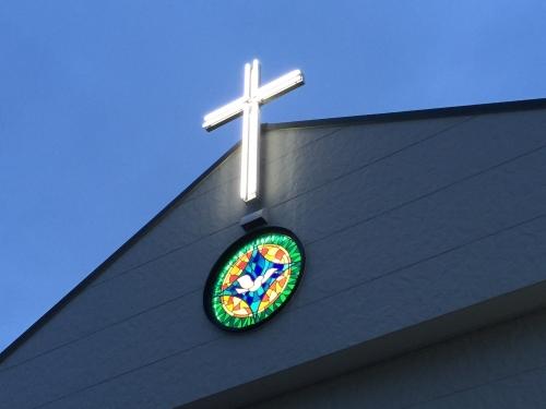 十字架とステンドグラス