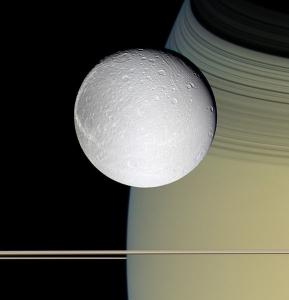 Dione.jpg