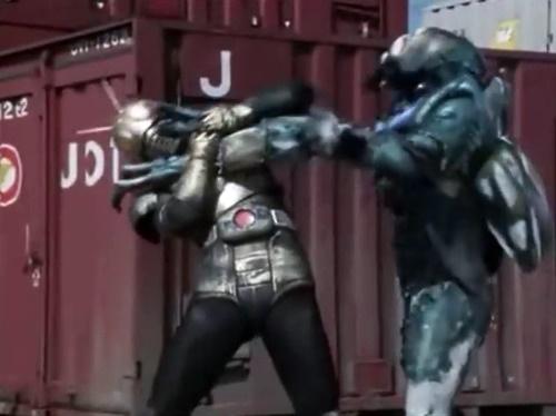 ヒーロー 仮面ライダーブラック やられ ピンチ は