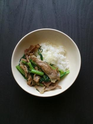 豚ロースと小松菜の炒め物塩コショウ2