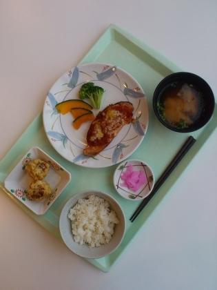 OWL、B定食鮭のトマトチーズ焼き+選べる小鉢(揚げ焼売)8