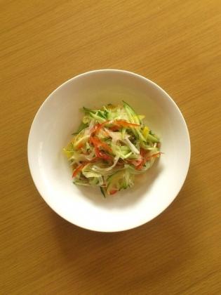 生玉ねぎとキュウリのサラダ