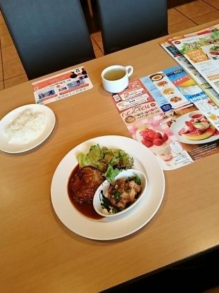 ガスト日替わりランチ1ハンバーグドミソース&もろみ味噌チキン(ライス小)2