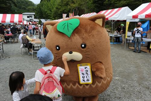 第7回昇仙峡ほうとう祭り  やはたいぬ (3)