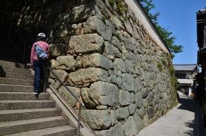 満舟寺の高い石垣