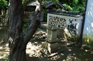 八重紫の墓