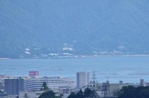 展望台から見える厳島神社の大鳥居