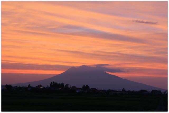 今日の岩木山 青森県 弘前市 岩木山 写真 夕日 夕焼け