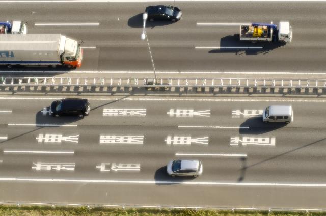 トラック 高速道路