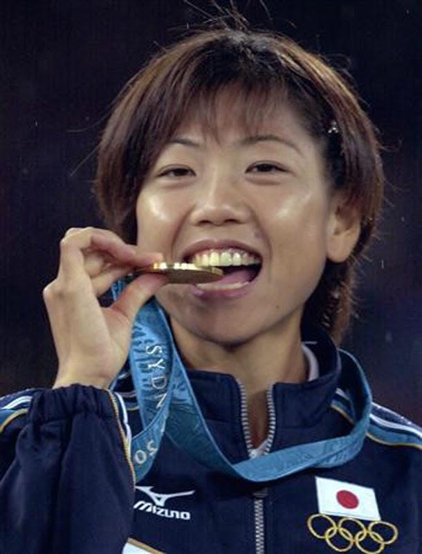 金メダルを噛む 高橋尚子 2000年 シドニー