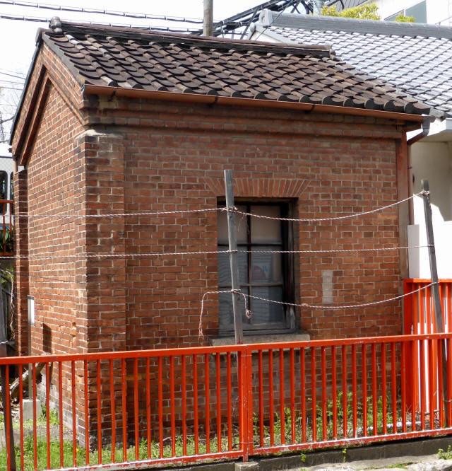 稲荷駅ランプ小屋1