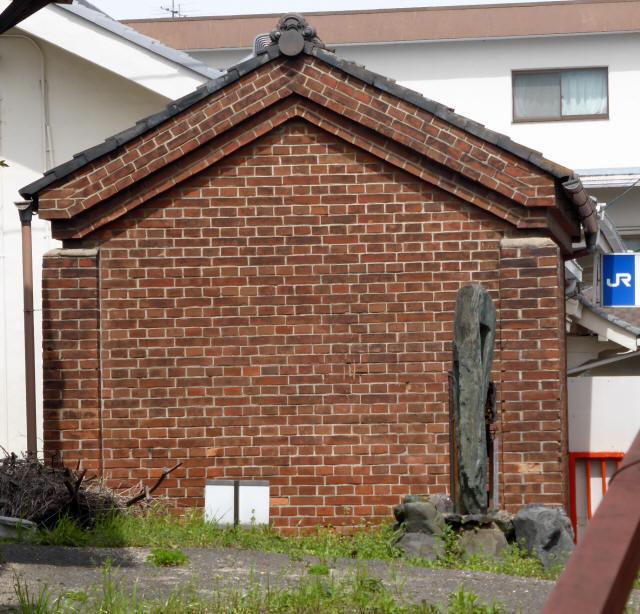 稲荷駅ランプ小屋2