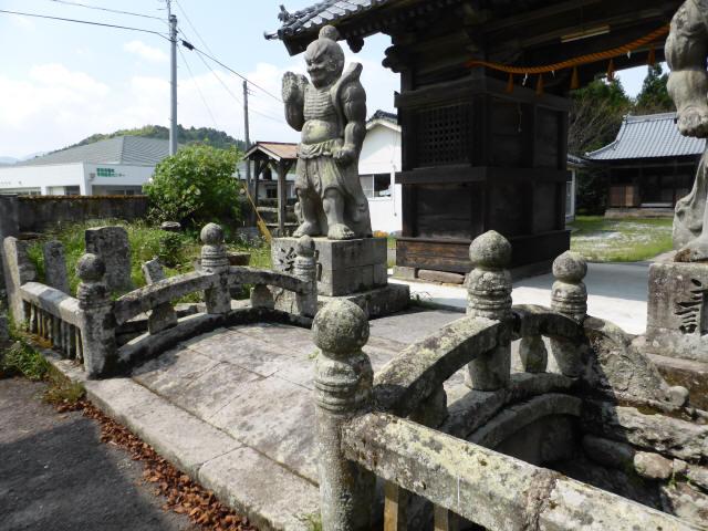 初八坂神社参道橋9