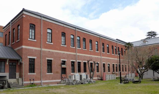 旧石油化学教室本館8