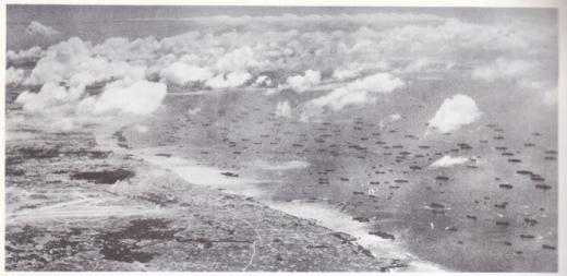 嘉手納海岸の米軍大船団