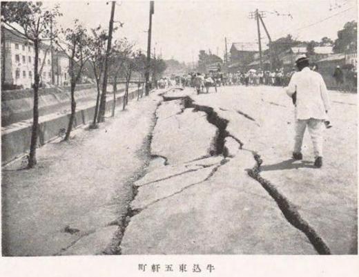 関東大震災道路亀裂1
