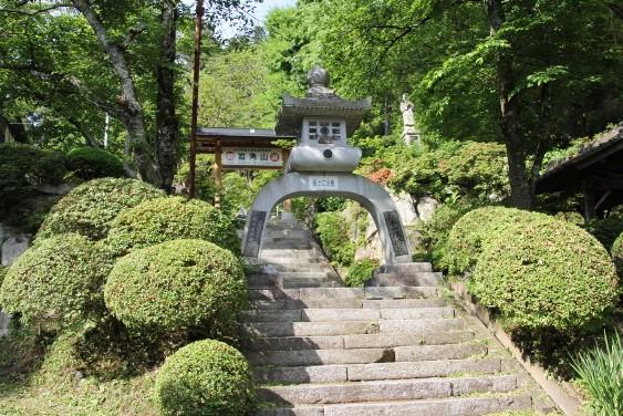 岩角山岩角寺