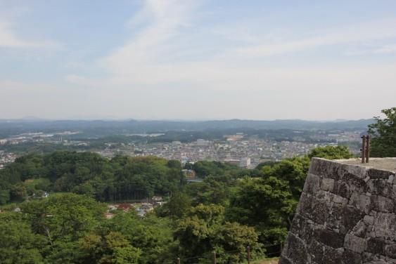 本丸跡からの二本松市街