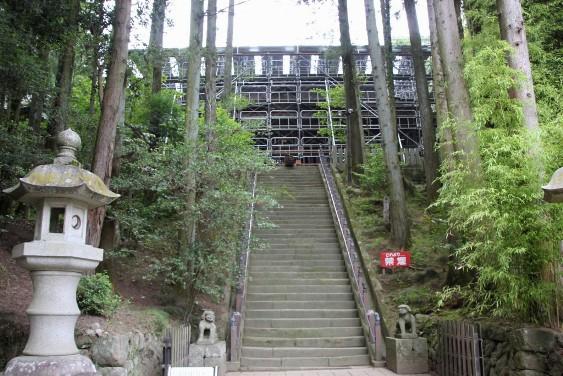 保存修理工事中の拝殿