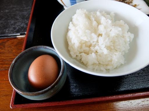 お替りの麦飯+生卵