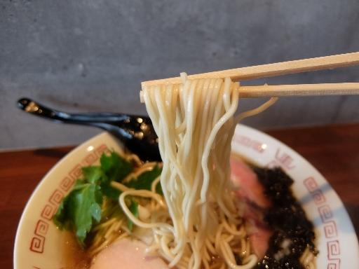 低加水ストレートの中細麺
