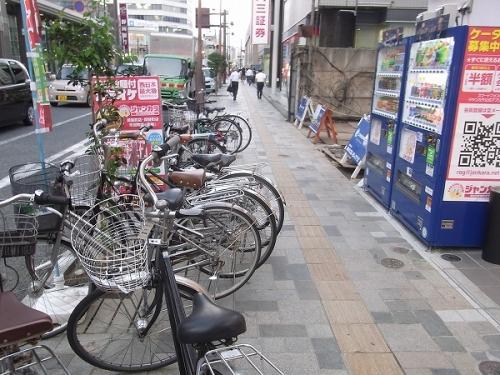 店前に駐輪されてる自転車が障害