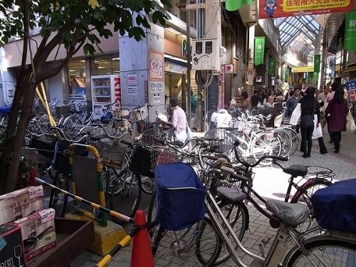 店前の自転車
