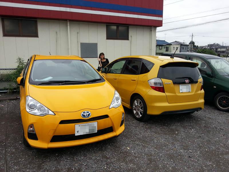 黄色いクルマ二台