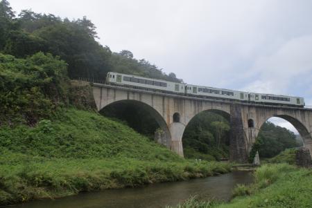 眼鏡橋を渡る釜石線 [32588]