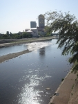 武庫川に映える朝日