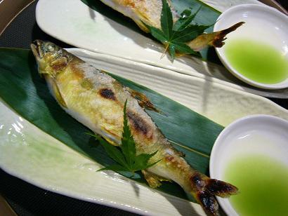 鮎塩焼き3 (1)