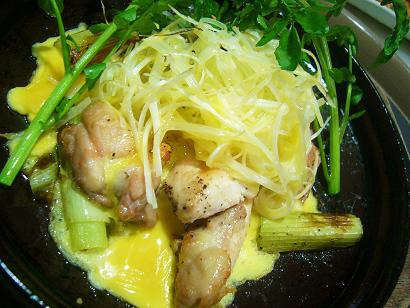 鶏肉とネギの陶板焼き1 (1)
