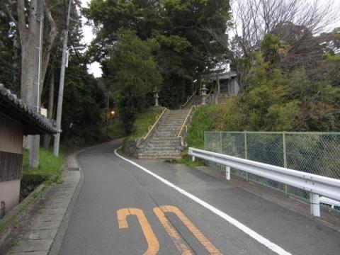 諏訪神社東側にある神社