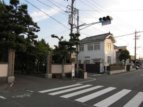 袋井西小学校と旧澤野医院