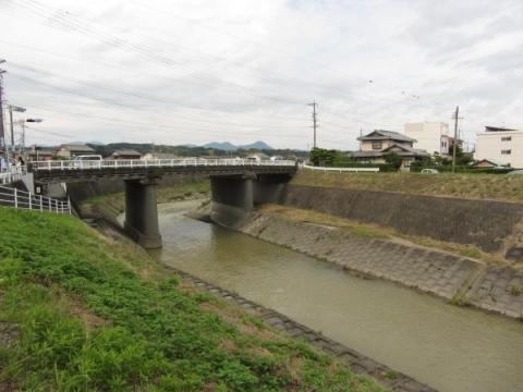 倉真川と大池橋