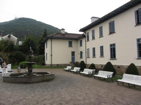 旧イギリス領事館と函館山