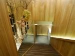 施術室はこちらの階段