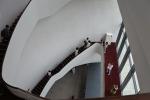 五階まで吹き抜けの階段