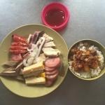 香腸の盛り合わせと魯肉飯